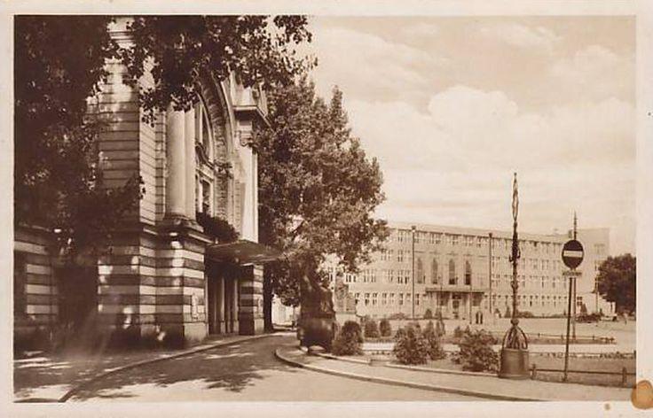 PLAC TEATRALNY 1945-1952