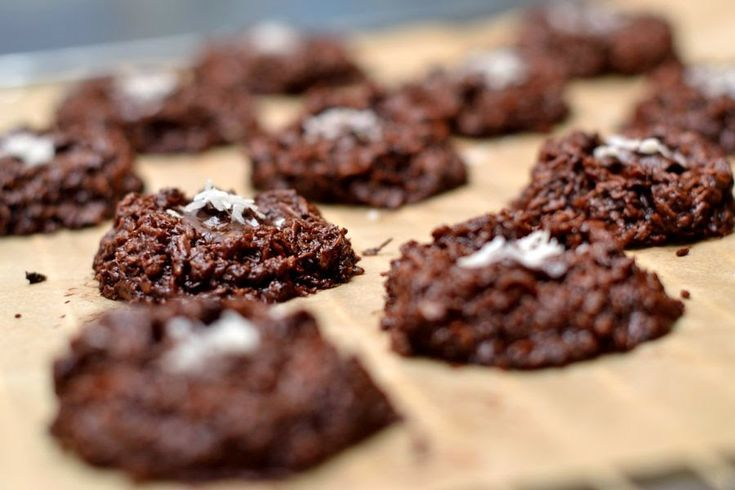 Saftige Schoko-Kokosmakronen mit Schokoladenkern (vegan)