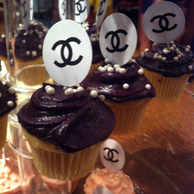 17 Best Ideas About Chanel Cupcakes On Pinterest Fashion