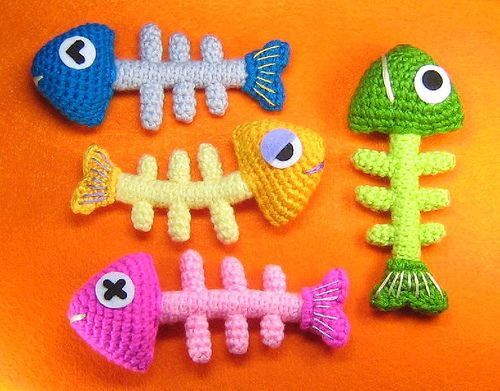 crochet - these would make great cat toys with a little catnip in the head