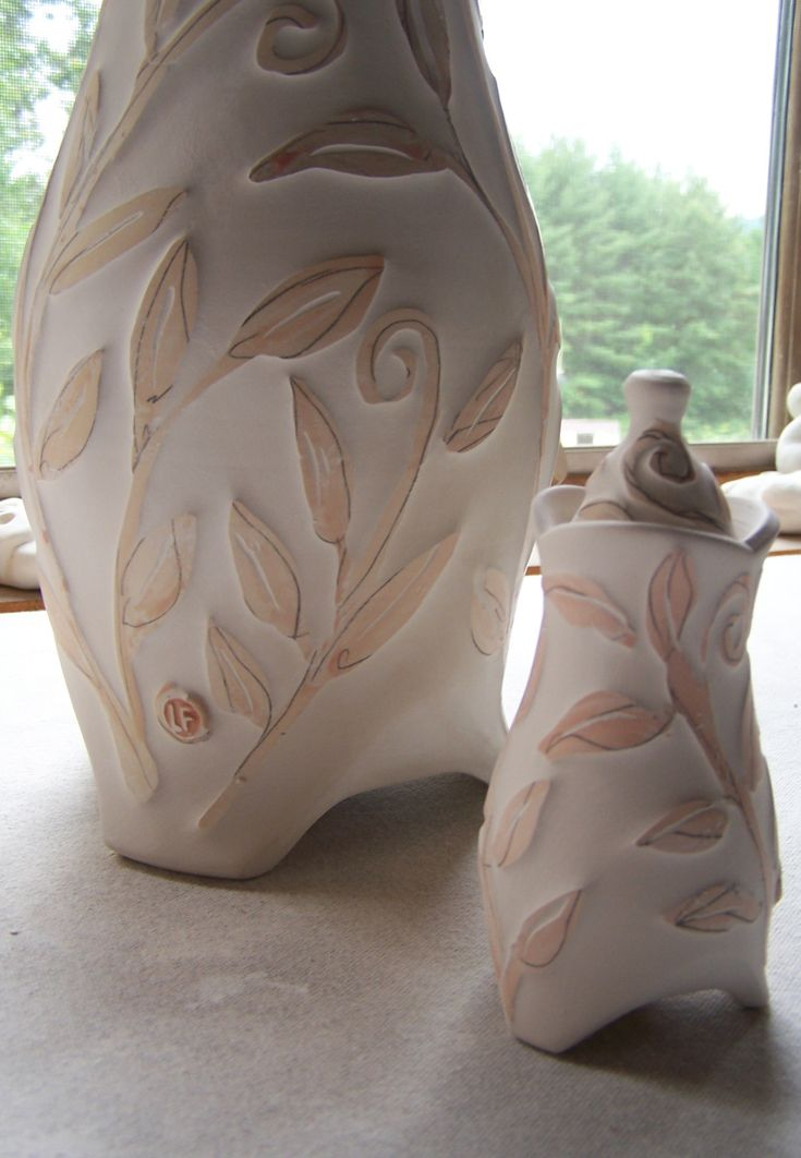 Lucia Pottery - Clay wiped away from pattern