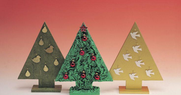 Como fazer uma árvore usando arame e papel machê e balões para as folhas. Fazer uma árvore de tamanho real de papel machê com arame é um processo que demanda tempo, mas que é divertido e compensador. Essa é uma ótima maneira de conseguir a aparência exata de uma árvore de Halloween assustadora, uma palmeira ou árvores para uma peça de teatro. Trabalhar com papel machê permitirá que você controle o resultado final. Os ...