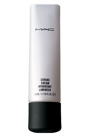 MAC Strobe Cream: is a illuminating/highlighter moisturizer cream that can be used alone but also mixes very easily with other products. Tap a tiny amount along cheekbones to highlight bone structure, on the bow of upper lip to give the impression of fullness or along the outer edge of the brow-bone to 'lift' the eye area. a tiny amount goes a long way. Mix a coin-sized amount with your body moisturizer or Mix a tiny amount with your foundation and you will create a dewy, fresh skin. 126dhm