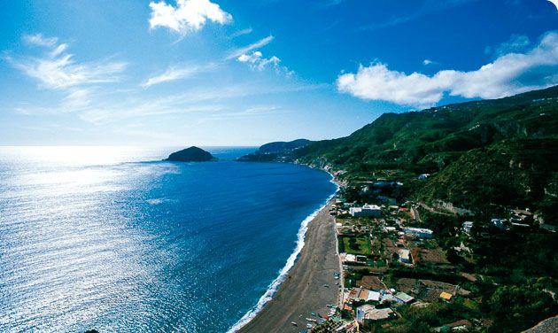 Ischia  n'est pas seulement une  localité balnéaire , ainsi si vous souhaitez autre chose d'une vacance  - en plus de la plage et la peau h...