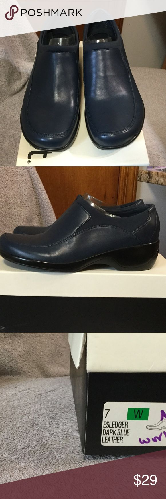 EASY SPIRIT NAVY LEATHER SHOES Brand new, navy leather and some fabric. NON SMOKING, NO PET HOUSEHOLD. Easy Spirit Shoes Flats & Loafers