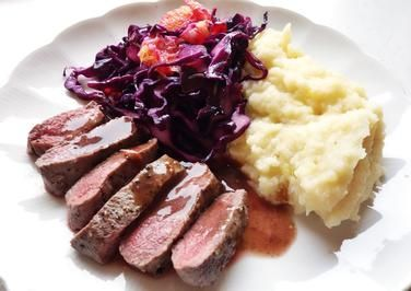 Rezept: Lammrückenfilet mit warmem Rotkraut-Salat und Sellerie-Kartoffel-Püree Bild Nr. 1049