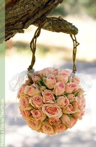 I would love my maid of honor to carry this. Who says they are just for flower-girls?