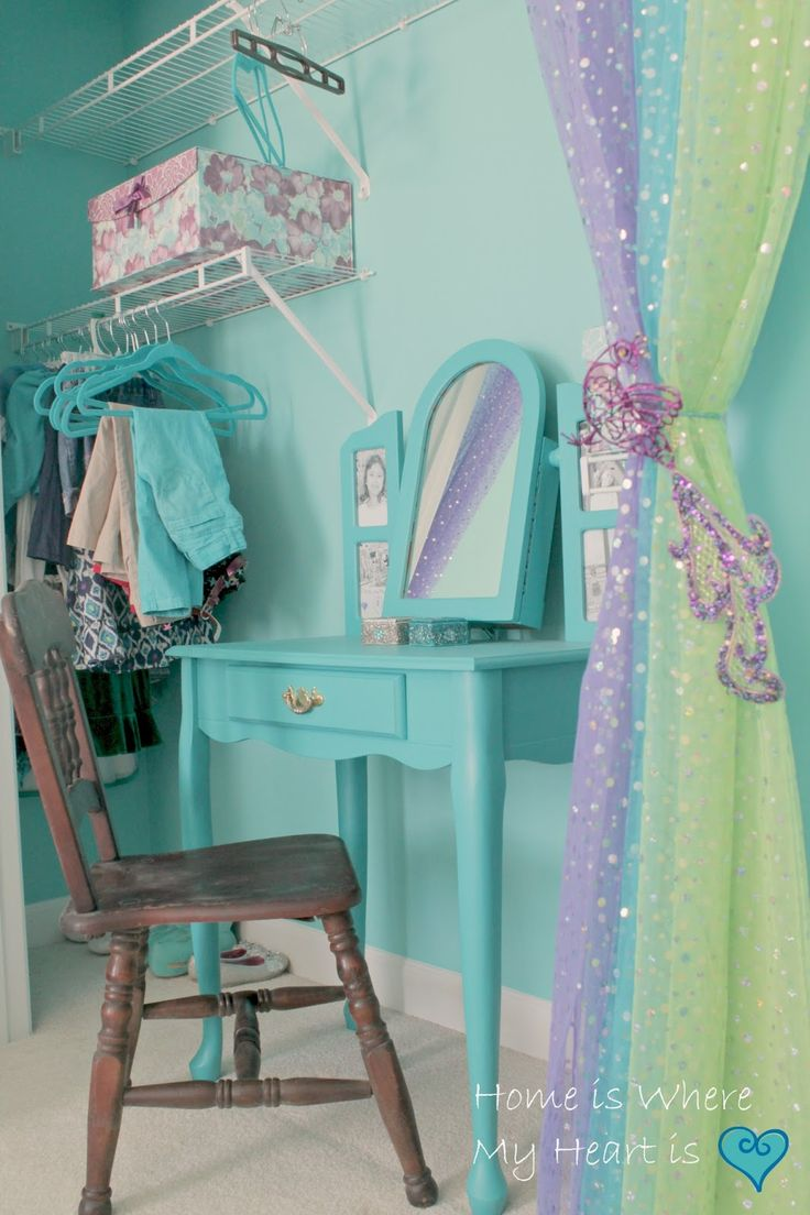 Bedrooms for girls green - We Have Been Working On Daughter Teal Peacock Bedroom For A Few Weeks Now I Ve Given You Some Teasers Restoring Stuff From The Restore The First Step
