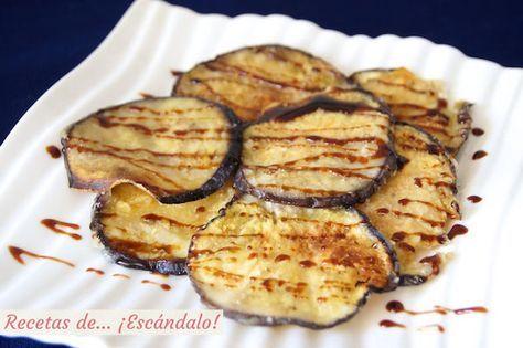 La versión más sana y crujiente de las clásicas berenjenas rebozadas. Al prepararlas en el horno quedan sabrosísimas, y con miel de caña, de... ¡escándalo!