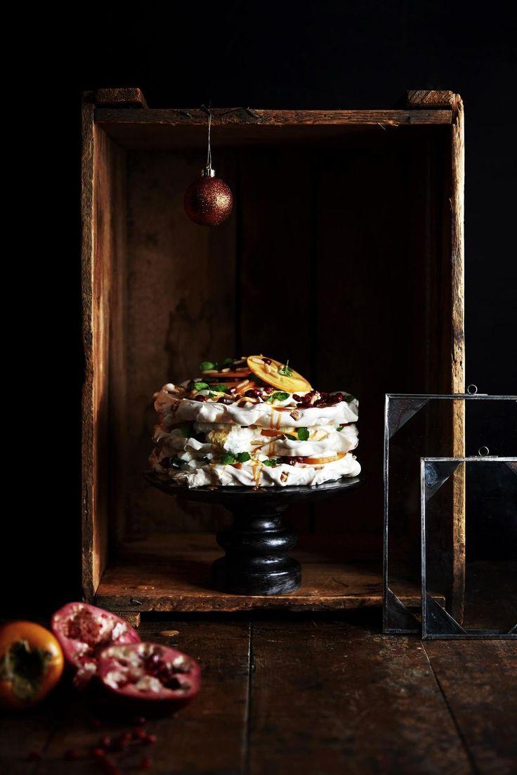 Persimonilla, granaattiomenalla ja mintulla raikastettu marenkiherkku on mahtava tarjottava.