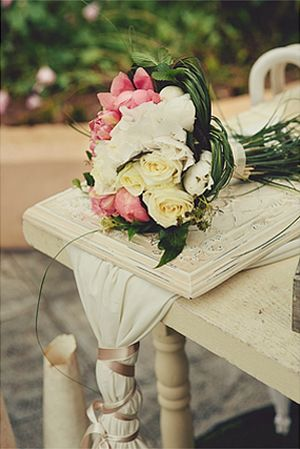 So pretty...peonies and roses. Great choice. #peoniesweddingbouquet See more http://www.love4weddings.gr/%CE%BC%CE%BF%CE%BD%CF%84%CE%B5%CF%81%CE%BD%CE%BF%CF%82-%CE%B3%CE%B1%CE%BC%CE%BF%CF%82-%CE%BA%CE%B1%CE%B9-%CE%B2%CE%B1%CF%80%CF%84%CE%B9%CF%83%CE%B7-%CE%BC%CE%B1%CE%B6%CE%B9-photoshoot-by-thanos-asfis/