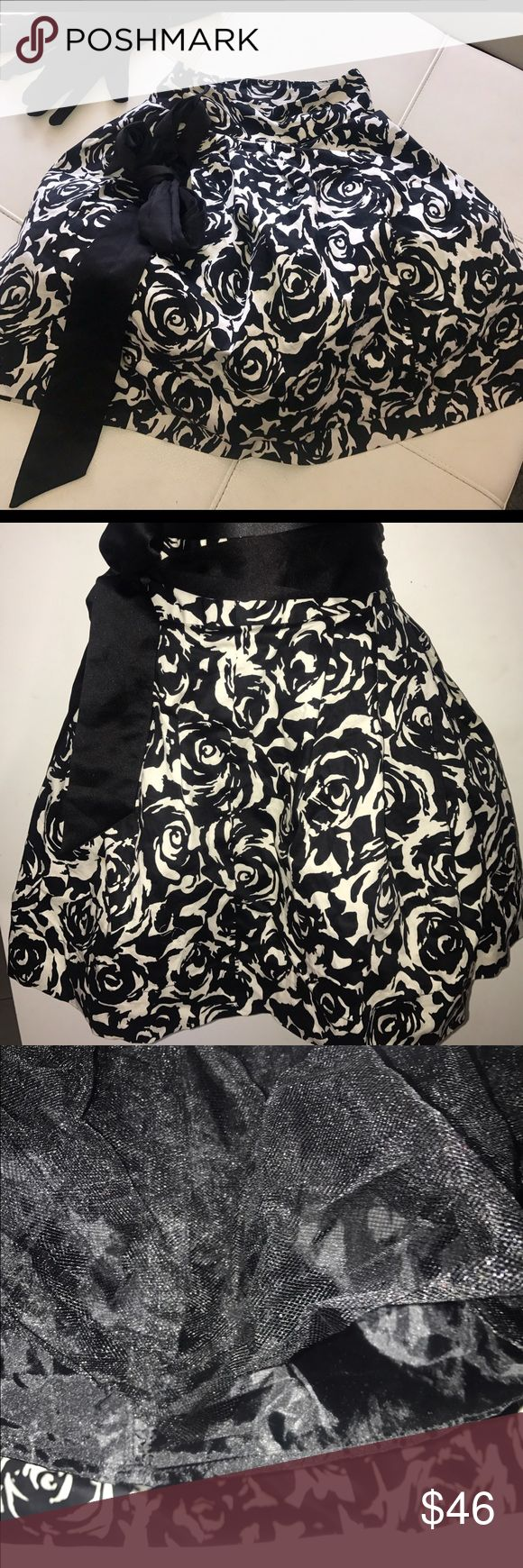 F21 Cream & Black rose print woman's  tulle skirt. F21 ( FOREVER 21 )  Cream & Black rose print woman's  tulle skirt. - Size small . worn once - great condition.  ..Special Edition .. Zip up back. Black waist belt included which can be tied in the front , side , or back . Reminiscent of White House Black Market . Forever 21 Skirts A-Line or Full