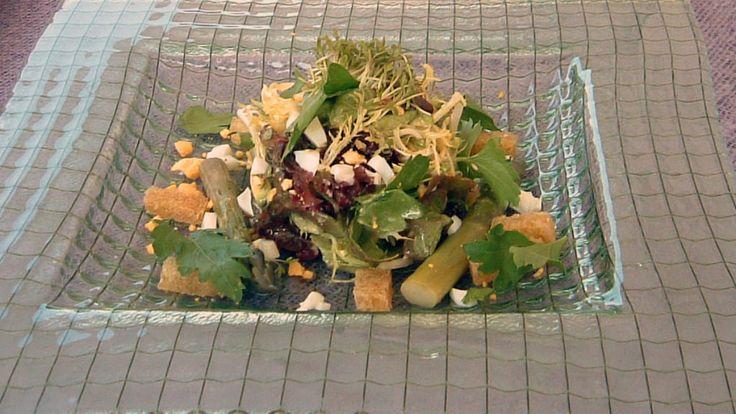 Salat med egg, asparges og avokado