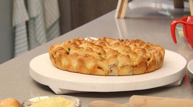 Recept voor Gevulde broodjes met gehakt, ui, knoflook en kaas van Danna - Koopmans.com