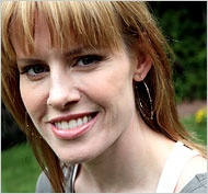 A Hollywood Player Subverts the Game - New York Times Jessica Bendinger is an American screenwriter and novelist. She has written several films, including 2000's Bring It On, 2004's First Daughter and 2006's Aquamarine.