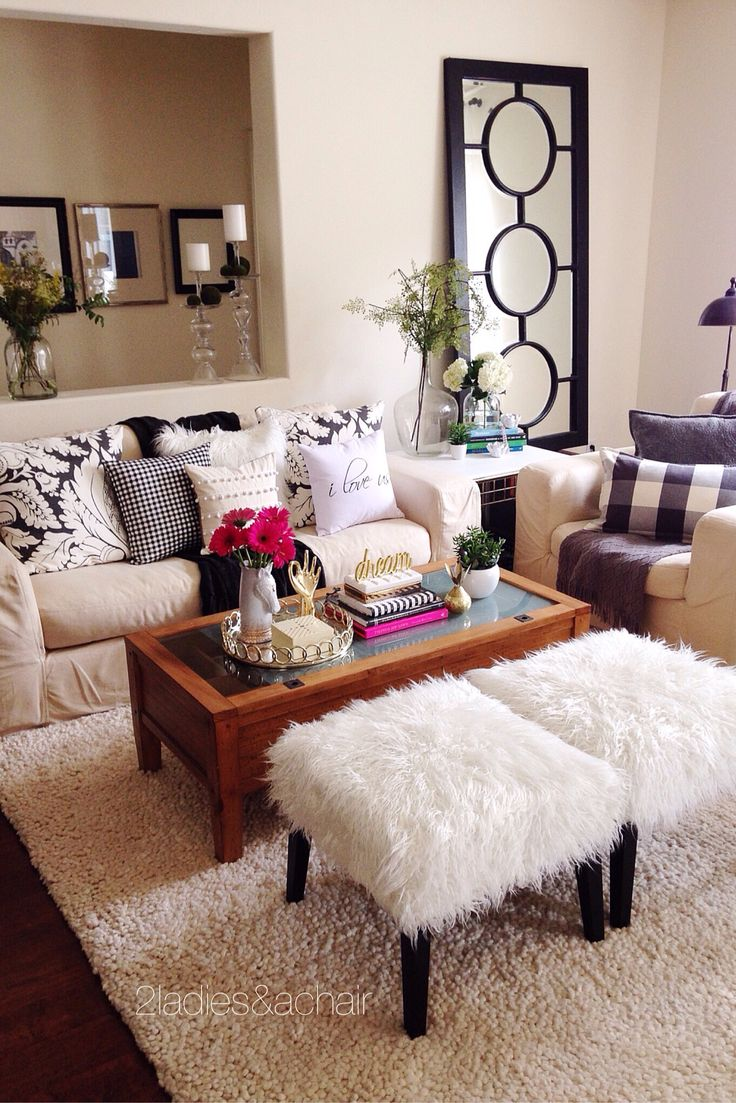 I'm constantly changing throw pillows and decor on the coffee table! It's easy to find fabulous decor when you shop at HomeGoods! Sometimes just a couple new pieces can really freshen up a space and pull a look together. Sponsored by HomeGoods