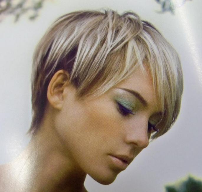 coiffure courte blonde