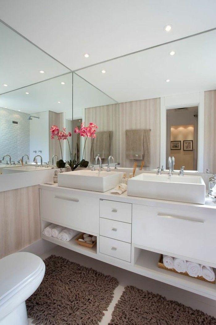 badgestaltung ideen traumbader badezimmer mit vielen spiegeln und rosa blume als farbakzent