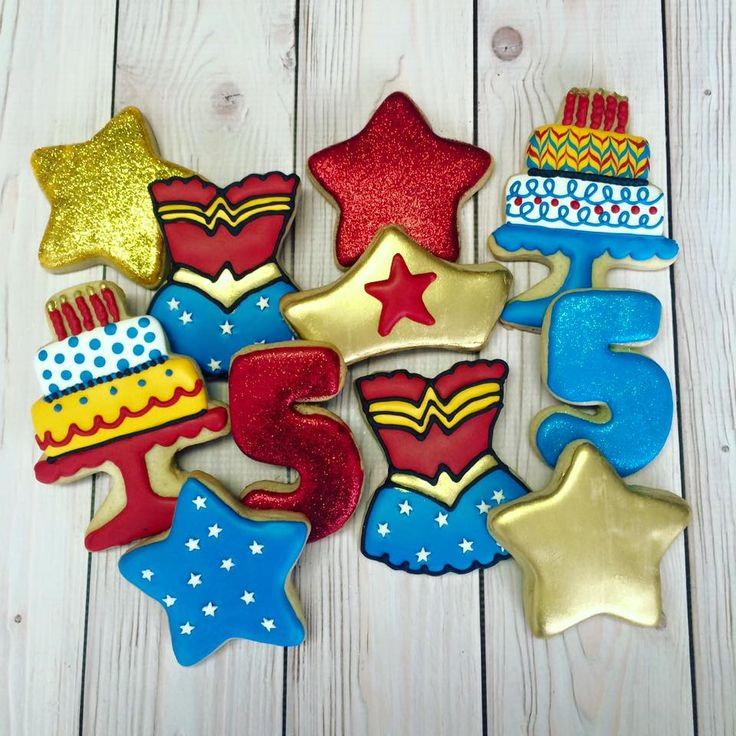 Wonder Woman birthday party food cookies... - Katie's Cut Outs (galleta de la mujer maravilla)