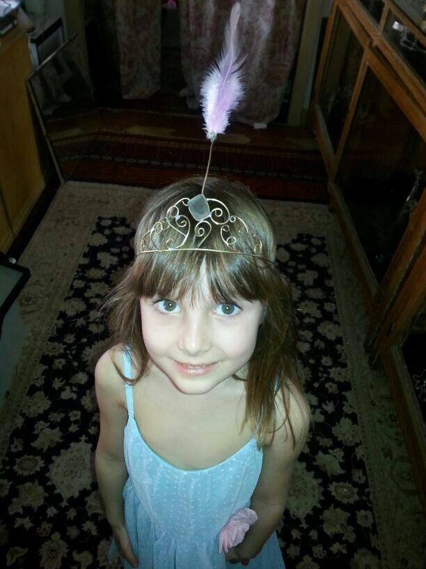 A yuyu le hacemos esta tiara para que se sienta como una princesa.
