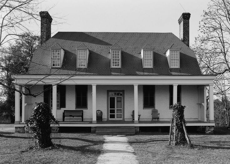 Old Mansion, also known as Bowling Green, built circa 1670 in Bowling Green, Caroline County, VA, with later additions made in the 18th century.