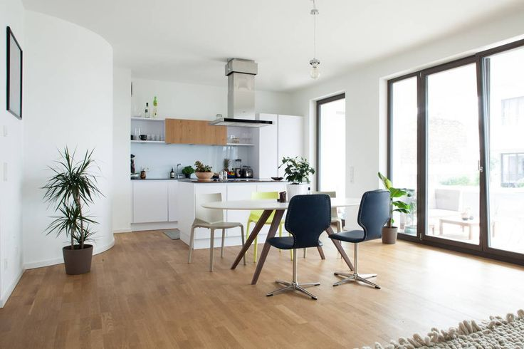 House In Berlin Germany Right In The Center Of Berlin A Spacious And Modern 100m2 2 Bedroom Apartment With 1 5 Bath During The Co Room Home Interior Design