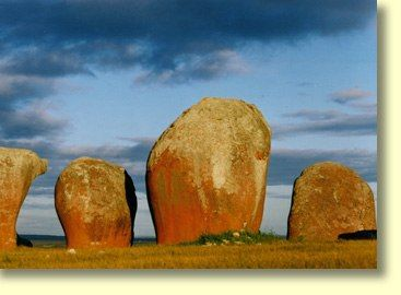 As you can see from the Murphy's Haystack Gallery these inselbergs are exemplified by finely sculpted pink granite forms that are often encrusted with lichen growths. Australia