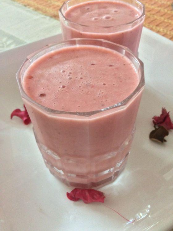 http://www.foodiehalt.com/strawberry-lassi/ , #StrawberryLassi