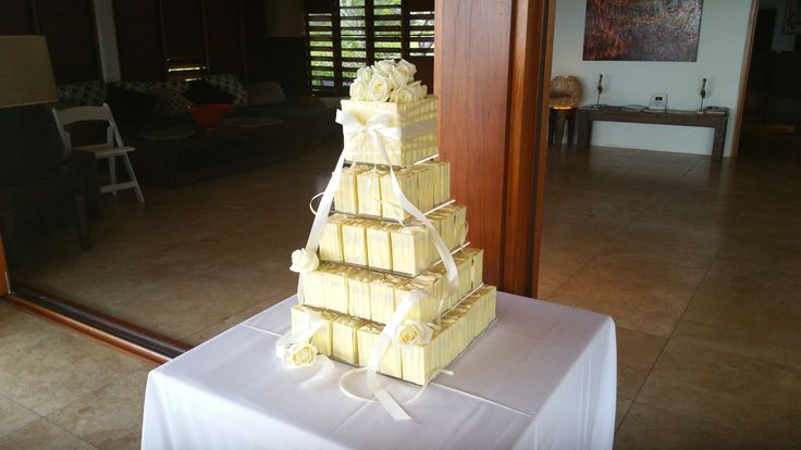 Individua cakes with white chocolate