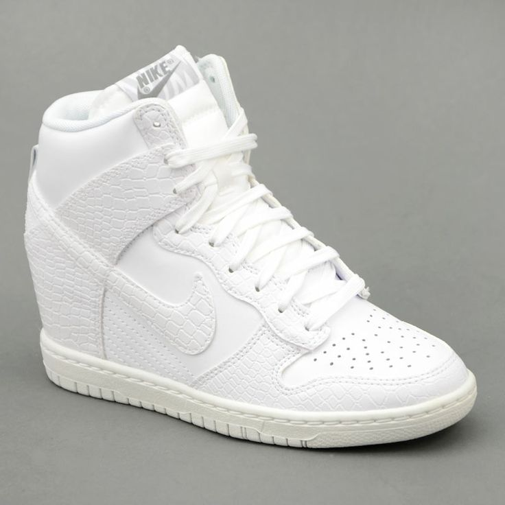 Nike NIKE WMNS DUNK SKY HI Bianco mod. 528899-105 in vendita su www.grandinettisport.com Prezzo € 119,00