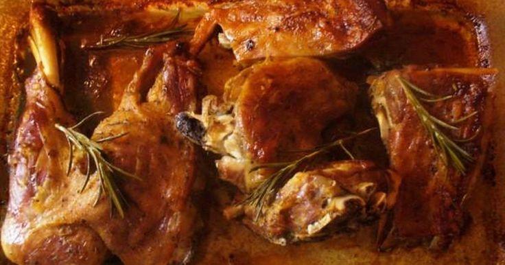 Εξαιρετική συνταγή για Αρνάκι στο φούρνο αρωματικό. Λίγα μυστικά ακόμα Αν θέλουμε προσθέτουμε και πατατούλες ...