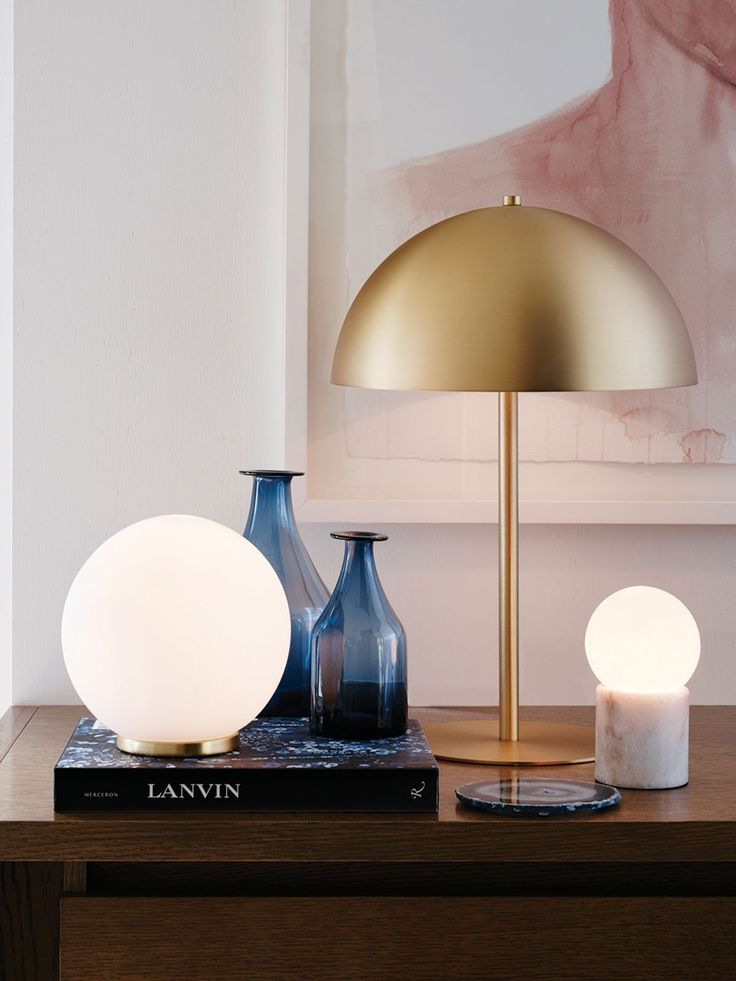 Mondo Large Round Table Lamp in WhiteBrass
