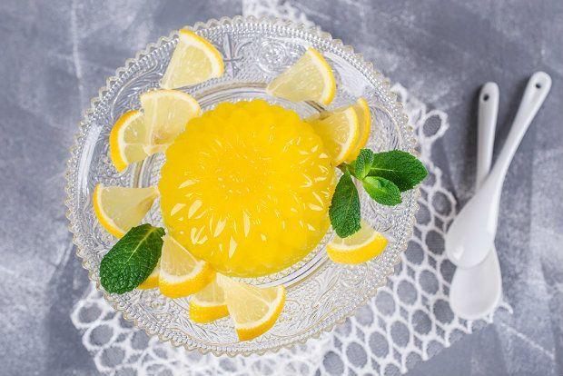 Είναι ένα παραδοσιακό γλυκάκι της σιτσιλιάνικης κουζίνας, με αμιγώς μεσογειακή γεύση. Γίνεται οπωσδήποτε με ακέρωτα λεμόνια που μερικές φορές είναι δύσκολο να βρει κανείς στην αγορά