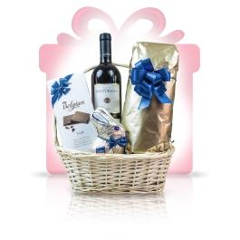 Blue Delight  Un #cos #cadou in care notele fructate ale vinului rosu Chianti se impletesc cu savoarea ciocolatii cu lapte autentic belgiene pentru a crea cosul cadou Blue Delight, ideal atat pentru partenerii dumneavoastra de afaceri cat si pentru clienti sau furnizori. Va propunem un multumesc delicios, prezentat intr-un design alb-auriu cu accente de albastru intens.   #cadoubusiness #coscadou #cadougourmet #cosurigourmet