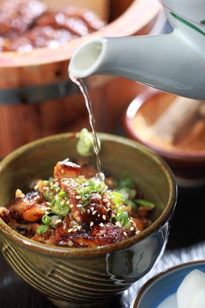 第三吃則加入炒香白芝麻與柴魚昆布高湯,就像吃日式茶泡飯一樣,有溫熱暢快的滿足感。