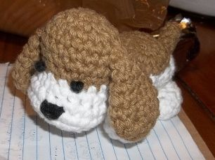 Love this crochet puppy! Not sure of the size, hope it can be a component of the shoebox! Free amigurumi crochet pattern: Hound dog pup Sheep of Delight: