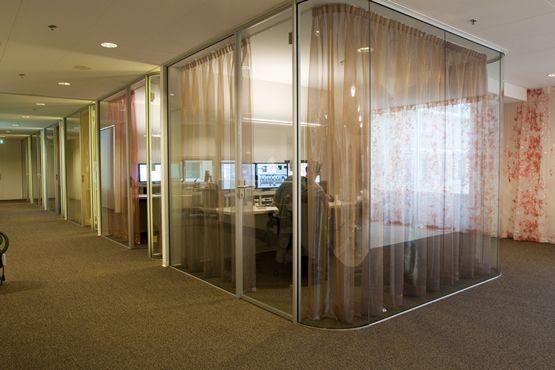 Niezykła szklana realizacja - biuro
