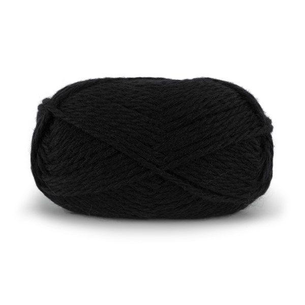 Nordic Wool er et tykt, ubehandlet naturlig ullgarn. Garnet egner seg til varme, gode vinterplagg som jakker, kåper og oversized gensere. Tykkelsen gir flott og trendy struktur enten du strikker og hekler plagg eller satser på ting til huset. Nordic Wool er supert til interiørstrikk, og du strikker eller hekler tøffe puter på en kveld. Prøv også å tove tøfler, tilbehør og puter. Nordic Wool egner seg til toving.Strikkefasthet: 10 masker i glattstrikk på pinne nr 9 = 10 cm. 100 gram = ca 65…