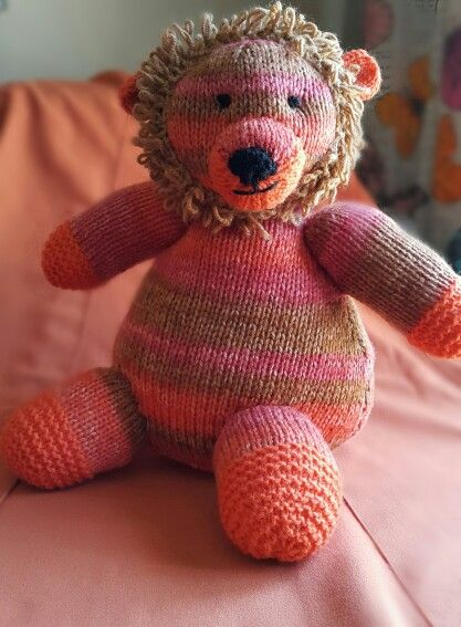 Pattern from: Knitted wild animals by Sarah Keen