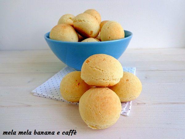 I pao de queijo o pane di formaggio sono un tipico cibo brasiliano, che mia cognato mangiava quotidianamente quando viveva nella sua città natale.