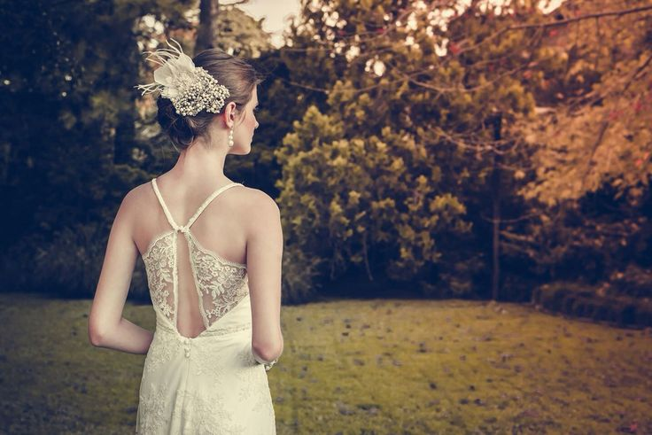 Vestido de estilo romántico encaje francés color manteca. #boxinwhite #vestidodenovia #novias #weddingdress #brides #weddingphotography #weddingstyle #romanticstyle #headpiece #weddingideas #lace
