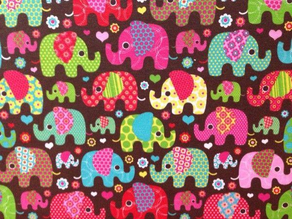 Tessuto patchwork elefanti Panini Tessuti, ideale per fai da te e cucito creativo. Disponibile al metro nello shop online al link: https://www.tessutietendaggipanini.it/tessuto-elefanti.html