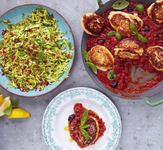 Легкий обед за 15 минут от Джейми Оливера - Пикантные оладьи и сочный салат по проверенным рецептам нашего любимого Джейми. Повар продолжает убеждать нас, что вкусный, полноценный обед можно приготовить за считаные минуты.