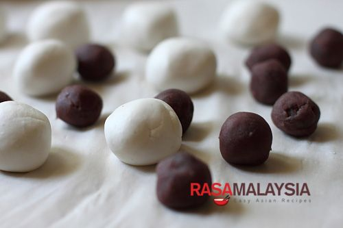 Red Bean Dumplings - A common dessert in Chinese cuisine (the other is black sesame dumplings). The red bean paste is encased in sticky rice balls, boiled, and then served in ginger syrup. #dessert