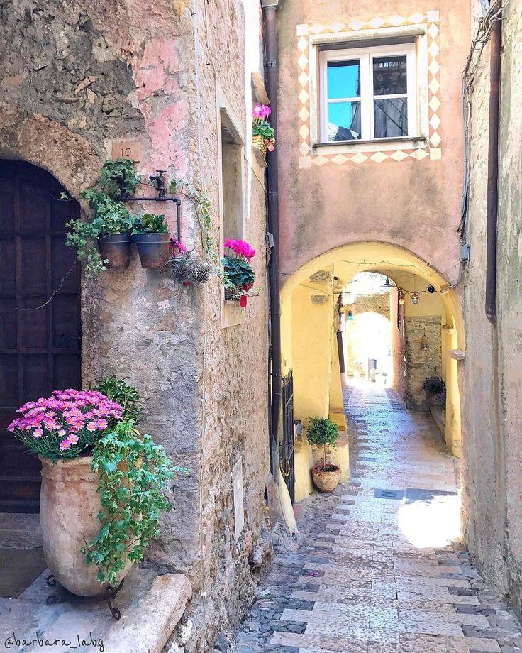 "102 Likes, 3 Comments - Roberto Tesoriere (@rober.t13) on Instagram: ""Borghi italiani da visitare ☑️ #santaseverina • • • • • • • #loves_united_borghi #ig_europe…"""