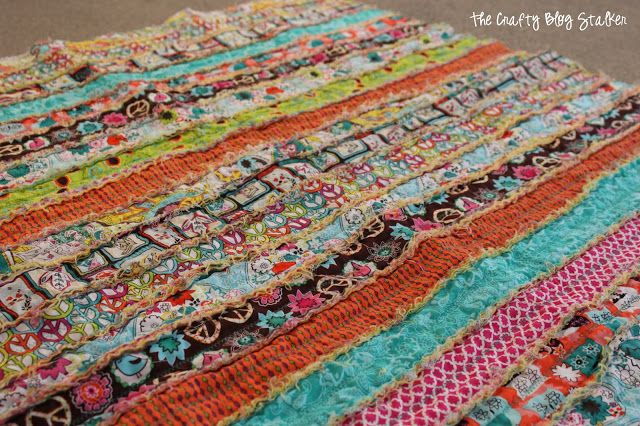 I ♥ that she used jelly rolls made of regular ol' cotton. Most how to's for rag quilts say you MUST USE FLANNEL or denim or homespun and nothing else. Well, this proves that wrong. The Crafty Blog Stalker