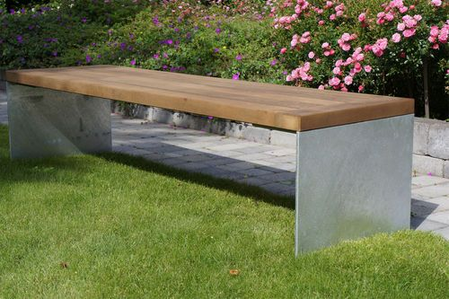 Urban Elements bench in metal and Kebony