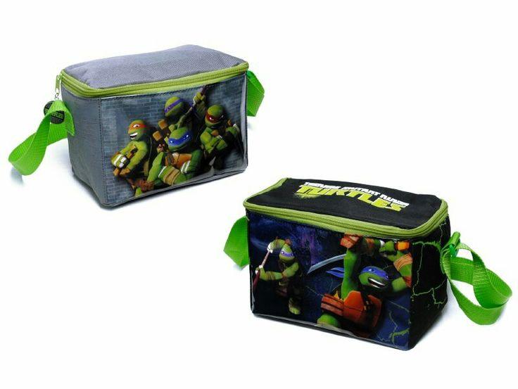 Lonchera pre escolar tortugas ninja, ideal para colaciones de los niños, de material polyester por fuera y pvc por dentro para una fácil limpieza y resistencia.