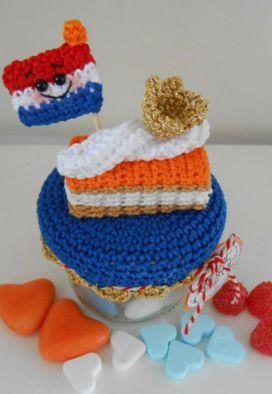 Kijk wat ik gevonden heb op Freubelweb.nl: een gratis haakpatroon van Bizzy Bee Klaske voor een Koningsdag potje met oranje tompouce https://www.freubelweb.nl/freubel-zelf/zelf-maken-met-haakkatoen-koningsdag-potje/