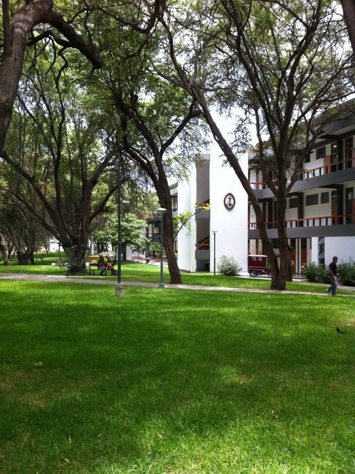 Edificio Principal - Universidad De Piura
